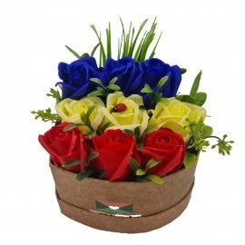 Aranjament floral 9 trandafiri cutie , flori de sapun, tricolor