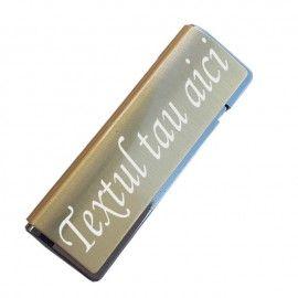 Bricheta metal antivant aurie gravata cu textul tau g3
