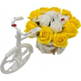 """Aranjament floral trandafiri """"Bicicleta cu flori zambarete"""", flori de sapun, galben cu alb,..."""