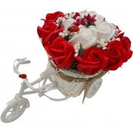 """Aranjament floral trandafiri """"Bicicleta cu flori zambarete"""", flori de sapun, rosu cu alb,..."""