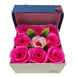 Aranjament floral 9 trandafiri sapun in cutie, rosu, roz